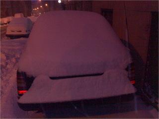 Mercedes Schneehaufen