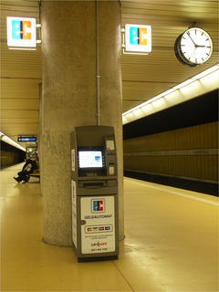 Geldautomat? Hier?