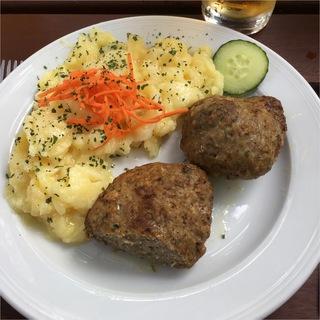 Fleischküchle im Biergarten auf der Karlshöhe